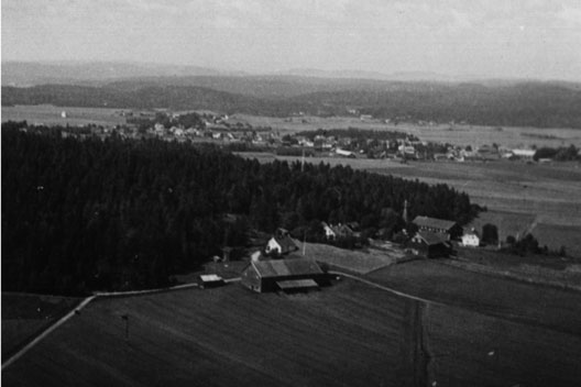 Bildet er sansynligvis tatt fra stillaset på Bjellandbakken ca. 1930 av Ivar Rui.